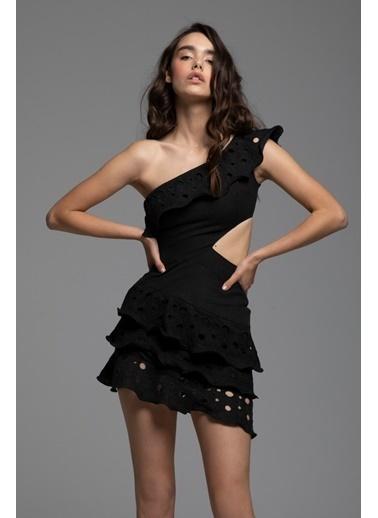 Tuba Ergin Keten Lazer Nakış Detaylı Tek Omuz Mini Cora Elbise Siyah